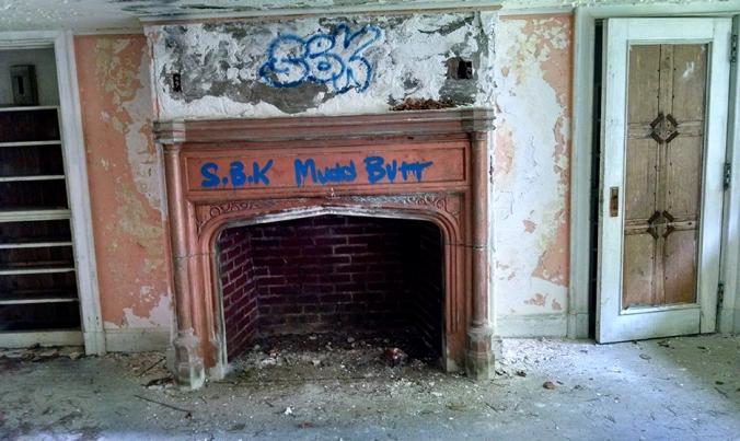 Ye olde Dundas graffiti. Case and point