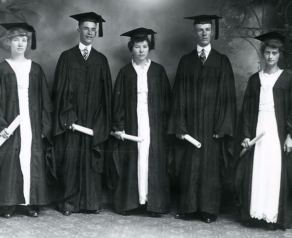 The graduating class of 1914.